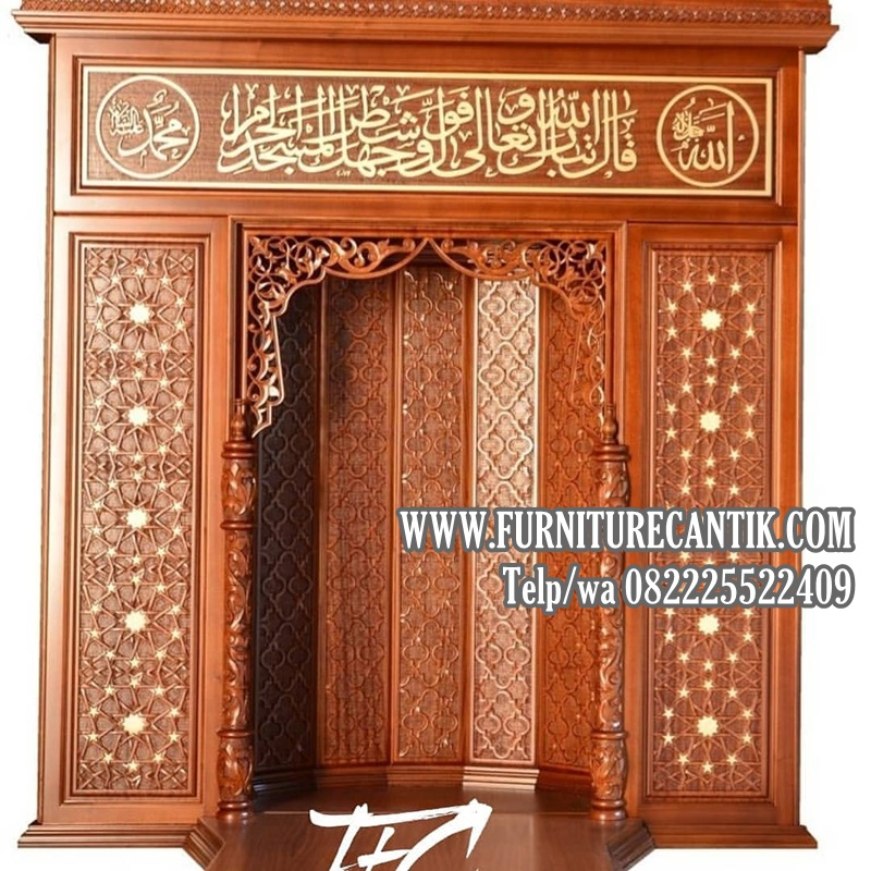 Pintu Utama Masjid Kayu Jati Kaligrafi