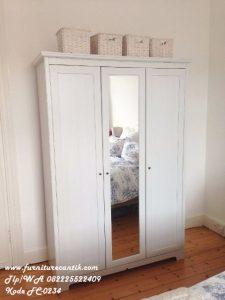 Lemari Pakaian Minmalis Pintu Tiga